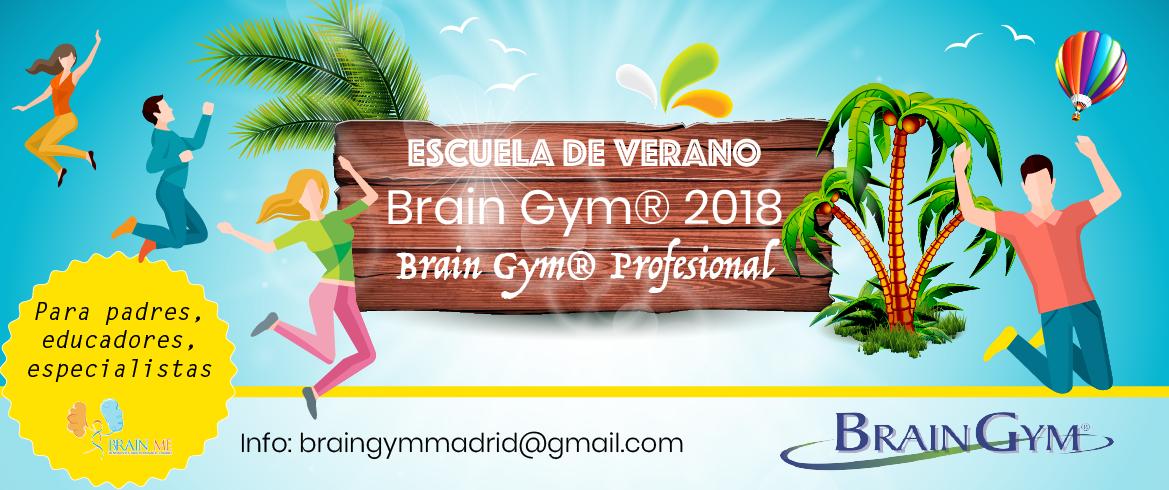 Imagen con chicos y chicas saltando con fondo veraniego con palmeras y los títulos Escuela de Verano Brain Gym 2018, Brain Gym Profesional escrito sobre unas maderas